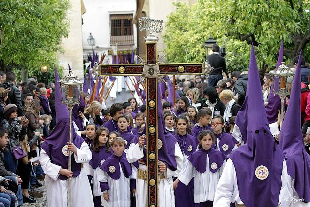 procesion-en-la-calle